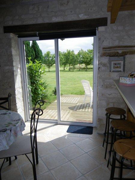 baie vitrée donnant sur terrasse